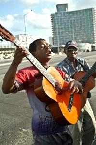 Kuba Urlaub Havanna Malecon Musiker